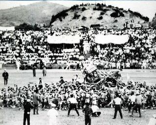 昭和39年、マスゲームにトンテントン合戦。